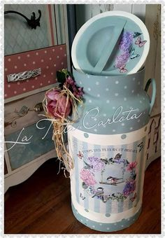 Milk container, beautifully painted Decoupage Furniture, Decoupage Art, Decoupage Vintage, Vintage Crafts, Tin Can Crafts, Easy Diy Crafts, Paper Crafts, Painted Milk Cans, Vintage Milk Can