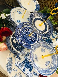 Wedding Cake Stands, Unique Wedding Cakes, Closet Island, Blue White Weddings, Antique Plates, Chinoiserie Chic, Square Plates, Blue Plates, Bridal Gifts