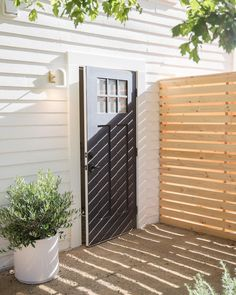 78 Ideas Of Modern Garden Fence Designs For Summer Ideas - Home/Decor/Diy/Design Porch Privacy, Privacy Walls, Backyard Privacy, Privacy Fences, Privacy Wall Outdoor, Concrete Backyard, Privacy Fence Designs, Diy Design, Yard Design