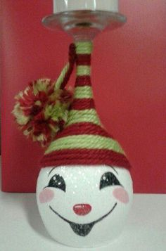 I would like to make this twine hat on other snowmen. This says: Hand painted snowman wine glass candle holder! Snowman Crafts, Christmas Projects, Holiday Crafts, Christmas Crafts, Christmas Decorations, Christmas Ornaments, Christmas Onesie, Rustic Christmas, Christmas Ideas