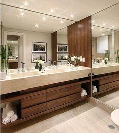Maravilha de banheiro • via @decoramundo  #banheiro #bathroom #decor #design #home #interior #interiordesign #arquitetura #architecture #instaart #instahome #instadecor #instadesign #inspiracao #inspiracaododia #inspiration #decoration #decoracao #chic #perfect #project #love #beautiful #instagood #arquidecore #iluminacao #espelho #clean #decoramundo