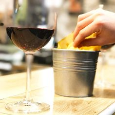 Piacevolmente . . .  #wine #winelover #wine #winetasting #winelovers #winestagram #wineanddine #wineglass #winetour #winetime #wineoclock #dinner #dinnertime #lastnight #happynewyear #newyearseve #capodanno #ferrara #foodism #foodstagram #foodblogger #foodandwine #foodiegram #fooddiary #vino #bollicine #annonuovo #annonuovovitanuova