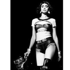 Super model @irinashayk for @moschino pic 📸 @armandogrillo 📸❤️