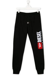Shop Diesel Kids' Logo Drawstring Track Trousers In 黑色 from stores. Black cotton logo drawstring track trousers from Diesel Kids featuring a drawstring waist, fitted cuffs, a printed logo and side pockets. World Of Fashion, Mens Fashion, Track Pants Mens, Joggers, Sweatpants, Diesel Fashion, Cotton Logo, Kids Pants, Kids Logo