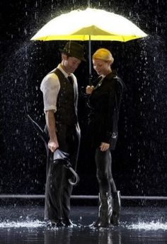 Singing in the Rain // Umbrella ~ Glee. My favorite Glee mash-up. And when I realized I have a girl crush on Gwyneth Paltrow. Yellow Umbrella, Rain Umbrella, Under My Umbrella, Walking In The Rain, Singing In The Rain, Lea Michele, Matthew Morrison, Glee Club, Gwyneth Paltrow