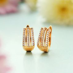 Manubhai Jewellers offers a wide selection of gold & diamond earrings, necklaces, rings, & bangles. Visit our store in Borivali to check out the latest jewellery designs. Gold Jhumka Earrings, Jewelry Design Earrings, Gold Earrings Designs, Diamond Hoop Earrings, Mini Hoop Earrings, Diamond Studs, Gold Necklace, Gold Bangles Design, Gold Jewellery Design