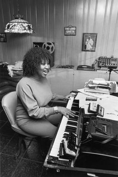 Aretha Franklin, a true soul legend. Music Icon, Soul Music, Detroit Michigan, Piano, Vintage Black Glamour, Old School Music, Aretha Franklin, Jazz Blues, African American History