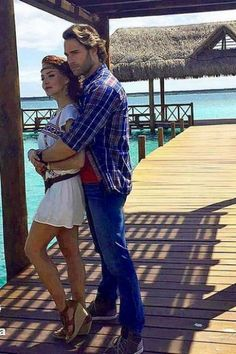Sebastian Rulli, Love Story, How To Look Better, Short Hair Styles, Celebs, Amazing Outfits, Actresses, Poses, Couples