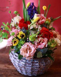 花レッスン こちらのアレンジメントは アレンジ初めてさんの作品です 手際よくサクサクと とっても素敵に作って頂きました   等教室では レギュラーレッスンの他に 単発でも参加して頂ける 季節の花レッスンも開催中    #花のある暮らし #花贈り #花教室 #花レッスン #吉祥寺の花教室 #お花好きと繋がりたい #flowerpic #still_life_gallery #プティクールエーム #petitecourm #私の花の写真 #lifewithxA3 #instagram #instagramjapan #Instagrmmer #tokyocameraclub