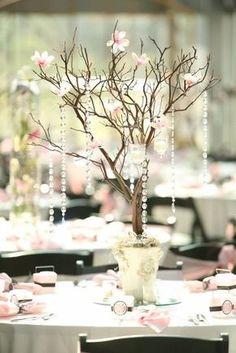 Vamos escolher os centros de mesa? Conta aqui o que mais combina com seu estilo! A. B. C. D. >> Siga para >> Quero essa mesa dos noivos