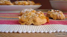Le rose del deserto sono dei deliziosi biscotti alle mandorle con i corn flakes. Perfetti da inzuppare nel caffè, o latte, e a merenda sono buoni con il tè.