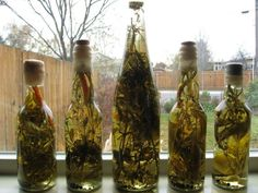 HOW TO MAKE BOTTLED HERBED VINEGAR - I've seen bottles of spiced and/or herbed vinegar for sale in stores for years.  I've even owned a few to have on display in my kitchen.  But I never thought of making my own for display AND culinary use until recently when I was flipping through an old gardening book of mine that talked about herb flavored vinegars and how they make great gifts.  It inspired me to get creative and give it a try.  I hope this post will do the same to you.