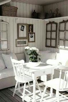 Old windows for decoration in the house - 50 cool ideas Old window-decoration-vintage-white-wood-seating-pillow-wall-decoration-chairs-wall covering Vintage Windows, Old Windows, Antique Windows, Sunroom Windows, Küchen Design, Interior Design, Deco Marine, Sweet Home, Plank Walls