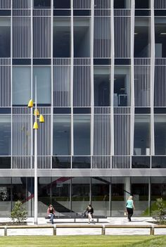 Image 14 of 34 from gallery of Blackpool Talbot / AHR Architects. Photograph by Daniel Hopkinson Office Building Architecture, Building Facade, Facade Architecture, Building Exterior, Building Design, Small Buildings, Modern Buildings, Plan Autocad, Facade Pattern
