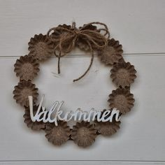 Mezzanotteskapar- Mixed Media made by Katja: Dörrkrans Door Wreaths, Grapevine Wreath, Burlap Wreath, Gold Christmas, Christmas Crafts, Christmas Ornaments, Diy And Crafts, Arts And Crafts, Shabby Chic Crafts