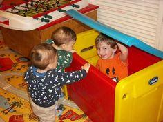 """Un """"family tutor"""" assiste le famiglie anche nella richiesta di baby sitter, lezioni di nuoto, pediatria, alimentazione, escursioni.  Attività estive per bambini"""