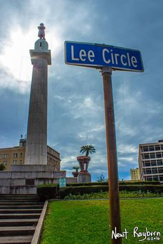 Robert E. Lee monument at Lee Circle, New Orleans. Dedicated February 22, 1884. Removed May 19, 2017.