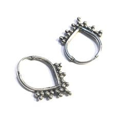 €20,00 BEADIES Bali oorringetjes 925 sterling zilver 12mm Fashion Beauty, Womens Fashion, Silver Hoops, Flower Necklace, Passion For Fashion, Jewerly, Bali, Piercings, Wedding Rings