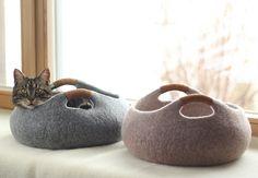 Handgefertigt fühlte Katze Bett aus 100 % Merinowolle. Korb Filz Katze Bett.  Größe M: Durchmesser 40cm; 16in, Höhe 16cm; 6,4 In. Größe L: Durchmesser