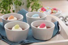 Sjokolademousse med krem og påskeegg Gelatin, Mousse, Dessert, Recipes, Jello, Deserts, Recipies, Postres, Ripped Recipes