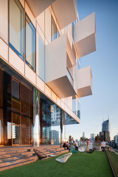 Jackson Clements Burrows Design An Apartment Building With Projecting White Steel Balcony Cubes Apartment Balcony Decorating, Apartment Balconies, Apartments, Australian Architecture, Residential Architecture, Facade Design, Exterior Design, Architecture Details, Modern Architecture