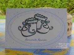 E questo biglietto personalizzato per il piccolo Maurice, con scarpine doppie in 3 D rifinite sul pizzo con perline in tinta, è pronto per partire per la Francia!