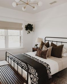 14 Fabulous Rustic Chic Bedroom Design and Decor Ideas to Make Your Space Special - The Trending House Home Decor Bedroom, Home Bedroom, Rustic Bedroom, Bedroom Makeover, Guest Bedrooms, Stylish Bedroom Design, Home Decor, Apartment Decor, Stylish Bedroom
