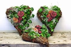 holmsunds blommor: oktober 2014 Christmas Flowers, Christmas Tree Ornaments, Christmas Crafts, Christmas Decorations, Grave Decorations, Flower Decorations, Stix And Stones, Sympathy Flowers, Heart Ornament
