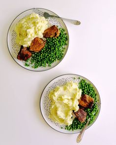 Roast with mashed potatoes and broccoli and peas. Palak Paneer, Broccoli, Mashed Potatoes, Roast, Sunday, Lunch, Ethnic Recipes, Instagram, Food