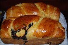Fă cel mai bun cozonac, fără frământare - AM Press Romanian Desserts, Romanian Food, Romanian Recipes, Continental Breakfast, Biscuit Cake, Bread And Pastries, Cake Toppings, Appetizers For Party, Bread Baking