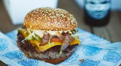 This week's new place is one for the burger enthusiasts! De Vrije Burger is a welcoming new spot in Stellenbosch supplying succulent burgers created with the classic South African touch of award winning Capetonian chef Bertus Basson. Burger Joint, Hamburger Recipes, Succulents, Cape Town, Burgers, Hot, Ethnic Recipes, African, Touch