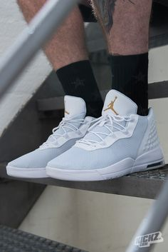 So fresh, so clean. The Jordan Academy lifestyle sneaker incorporates influences from the past and mixes them with modern comfort. A lightweight, breathable upper reminds us of the Jordan Eclipse and Reveal while nods to the classic Air Jordan 3 can be seen throughout the new silhouette.