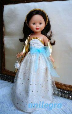 Siempre digo que cada muñeca tiene su propio carácter   el mismo vestido requiere su toque personal para cada una de ellas    La flamenc...