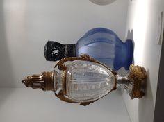 Au premier plan, lampe BN Musée Baccarat- 1929/1940  Cristallerie de Baccarat  Cristal et bronze