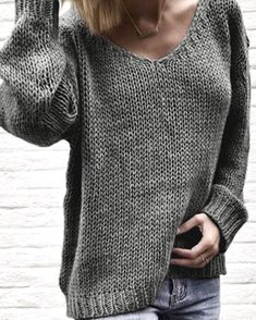 V-cou en tricot lâche pull un pull. Summer Sweaters, Casual Sweaters, Girls Sweaters, Pullover Outfit, Pullover Sweaters, Knit Sweaters, Gilet Crochet, Sweater Knitting Patterns, Knit Fashion