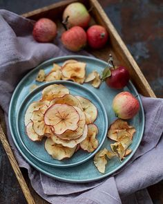 What do you do with apples? Any great and easy tips and tricks you want to share? I made apple chips and they turned out great.🍎 . Vad gör du med alla äpplen? Har du några tips och tricks på äppelrecept? Jag gjorde äppelchips för ett tag sedan och dom blev jättegoda.🍎 . . #tv_stilllife #gloobyfood #hautecuisines @hautescuisines @foodblogfeed #foodblogfeed #apples #äpplen #f52gram #thefeedfeed #foodphotography #matfoto #ImSoMartha #makeitdelicious #matblogg #matbloggare #foodie #matbild… Apple Chips, Pancakes, Breakfast, Kitchen, Food, Mandolin, Tips, Morning Coffee, Cooking