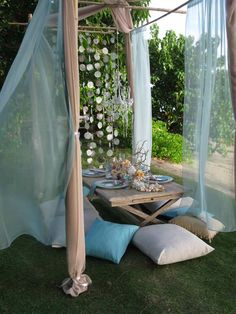 Gorgeous Table Scape, for the Lani or beach: Vintage Wedding. designs-by-hemingway-canopy