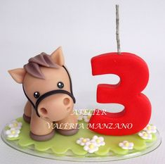 TOPO DE BOLO CAVALINHO. PODE SER FEITO COM OUTROS BICHOS. VELA PAVIO MÁGICO. - 7D51F6 Horse Cake Pops, Horse Cake Toppers, Farm Animal Cakes, Farm Animal Party, Cake Topper Tutorial, Fondant Tutorial, Cake Decorating With Fondant, Cake Decorating Tips, Horse Theme Birthday Party