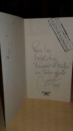 """Libro autografiado por Mario Méndez """" El vuelo del dragón"""". El escritor visitó el IEA el 18 de nov. de 2015."""