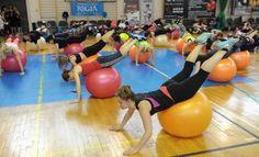 100 osób wzięło udział w V Przemyskim Maratonie Fitness. 4-godzinną imprezę podzielono na kilka bloków ćwiczeniowych.