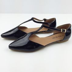 Blackout Strappy Flats Brand new, super cute strap up flats. Size 7. All man made material. NO TRADES ▪️PRICE IS FIRM▪️ Shoes Flats & Loafers