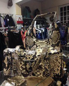 Bolsas de #Python  originalíssimas e belíssimas da #Lenny.  #LennyCia  #Python  #Brechócamarimtododianovidade