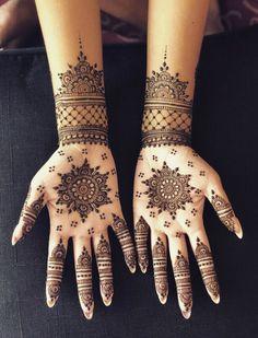 Circle Mehndi Designs, Palm Mehndi Design, Pretty Henna Designs, Indian Henna Designs, Henna Tattoo Designs Simple, Full Hand Mehndi Designs, Mehndi Designs Book, Mehndi Designs For Girls, Mehndi Designs For Beginners