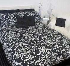 Un couvre-lit bien joli! Resterait plus qu'à ajouter un accent de couleur dans la chambre et le tour est joué!