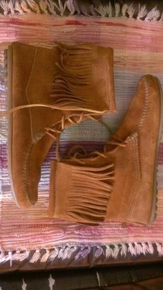 Minnetonka boho hippie suede leather fringe moccasin boots size 9