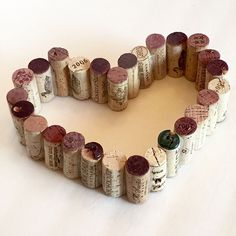 A Beautiful Frug-Elegant look using wine corks! Great for Valentines Day Decor, Party or any time! Great for decor & so much more We created our heart guide… Cork Heart, Heart Sign, Wine Cork Ornaments, Wine Cork Crafts, Cork Frame, Simple Rose, Easy Rose, Mesh Wreath Tutorial, Heart Template