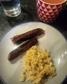 Clean and simple  Mallons low fat gluten free sausages and scrambled eggs. #mallonsglutenfreesausages #scrambledegg #eggs #protein #fats #lowcarb #breakfast #nutrition #fitness #irishfitfam #cleaneating #fitfam by nataliecoughlan17