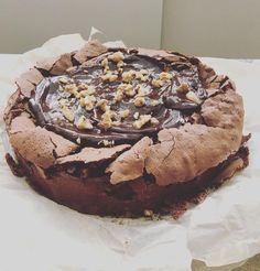 """עוגת שוקולד לפסח של לייזה פאנלים. יכולה להיות נ""""ג אם קמח המצה יוחלף בקמח שקדים."""