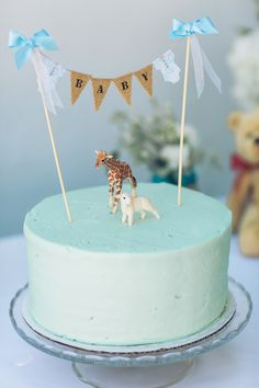 Susie Cake celebration cake with miniature animals and baby banner for a baby shower - The Style Editrix