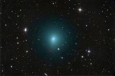 Comet aprilis Przechodzi przez ziemię, wziął prawie sto zidentyfikować